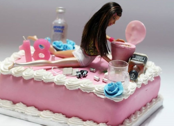 being-a-cake-sculptor-im-asked-to-make-everything-from-drunk-barbie-to-game-of-thrones-meets-2__880