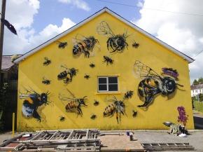 """Salvemos a las abejas"", alerta gráfica en lascalles"